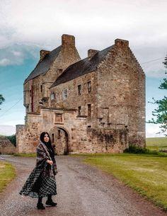 How to visit lallybroch Edinburgh Scotland, Scotland Travel, Scotland Tours, Ireland Travel, Italy Travel, Scotland Vacation, Visit Edinburgh, Scotland Trip, Galway Ireland