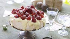 Surefire pavlova with strawberries and white chocolate cream