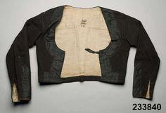 Tröja i vadmal kantad med sidenband. Oxie/Skytts, 1825-49. Nordiska Museet, nr. NM.0233840