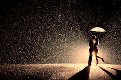 돕는다는 것은 우산을  들어주는 것이 아니라  함께 비를 맞는 것입니다.