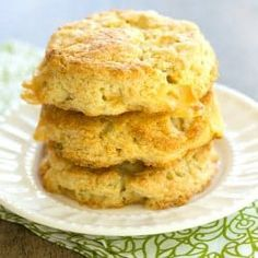 Fluffy cream scones are jam-packed with chopped apple, Gruyere cheese and fresh sage. Cream Scones, Breakfast Tea, Pastry Blender, Brunch Recipes, Scone Recipes, Brunch Ideas, Breakfast Recipes, Bread Rolls, Apple Recipes