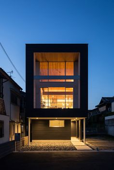 House N|HAMADA DESIGN|濱田デザイン Modern Small House Design, Small Tiny House, Small Modern Home, Tiny House Design, Small Japanese House, Japanese Style House, Architectural Lighting Design, Modern Townhouse, Narrow House