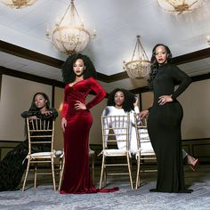 A Stunning Family Photoshoot Featuring Black Women - Essence Glam Photoshoot, Photoshoot Themes, Photoshoot Inspiration, Family Christmas Pictures, Holiday Photos, Family Holiday, Family Photos, Shooting Photo Studio, Mother Daughter Photography