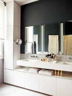 Cuarto de baño - Un piso señorial y elegante en París Bathroom Interior Design, Decor Interior Design, Interior Decorating, Modern Baths, Modern Bathroom, Modern Vanity, French Style Homes, Dream Apartment, Beautiful Bathrooms