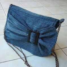 Models of old jeans DIY Bag and Purse Diy Jeans, Sacs Tote Bags, Blue Jean Purses, Denim Ideas, Patchwork Bags, Patchwork Quilting, Denim Patchwork, Denim Bag, Diy Denim Purse