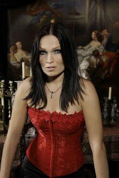 Tarja Turunen vocalista de Nightwish(45 fotos). Espero les haya gustado este post...