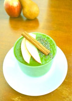 This Hot Apple Pie Green Smoothie might sound funky, but just wait 'till you try it!