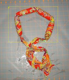 make your own cooling neck wrap Easy Sewing Projects, Sewing Hacks, Craft Projects, Projects To Try, Sewing Ideas, Cooling Neck Bands, Cooling Scarf, Dyi Crafts, Fabric Crafts