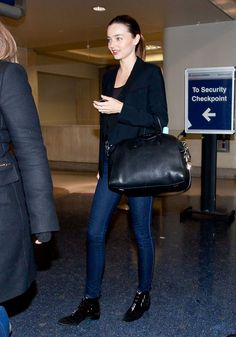 Miranda Kerr Ankle Boots - Miranda Kerr stepped out in a pair of black ankle boots. Denim Fashion, Girl Fashion, Miranda Kerr Style, Jourdan Dunn, Vs Models, Australian Models, Kate Bosworth, Airport Style, Black Ankle Boots
