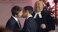 Christian und Olli besiegeln ihre Ehe mit einem Kuss (Bild: ARD/Anja Glitsch)
