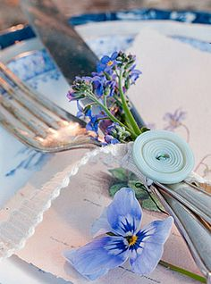 Don't you love this floral and button touch? Button on elastic for a special table setting. could also make a nice napkin ring. Beautiful Table Settings, Deco Table, Decoration Table, Place Settings, Pansies, Tablescapes, Party Time, Tea Party, Centerpieces