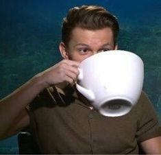 Tom Holland sipping from a massive cup Tom Holland, Stupid Memes, Dankest Memes, Funny Memes, Cartoon Memes, Meme Pictures, Reaction Pictures, Wattpad, Meme Template
