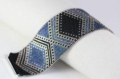 Pattern JOSEPHINE Bracelet in Black Blue and by SabriyeCreative
