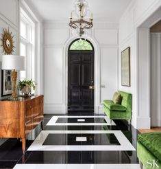 6 Luxury Entryway decoration ideas from interior design experts Insplosion. Read more here and turn your new foyer into a luxury entryway! Home Luxury, Modern Luxury, Luxury Homes, Interior Design Atlanta, Decor Interior Design, Furniture Design, Floor Design, House Design, Green Velvet Sofa