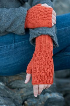 Ravelry: Lucy Mitts pattern by Dawn Catanzaro.  I can never look at too many mitts.