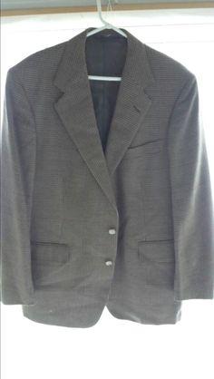 b6eceebc7f847b 43 R. 2 Button. Wool Laine. Good Condition. Blazer Sale