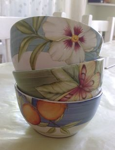 Bowls pintados a mano. Pottery Painting, Ceramic Painting, Hand Painted Ceramics, Porcelain Ceramics, Ceramic Pots, Ceramic Pottery, Pebeo Paint, Porcelain Dolls Value, Clay Bowl