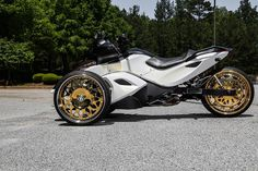 Gold-Plated Forgiato Wheels on a Can-Am Spyder Says Pretty Much Everything 3 Wheel Motorcycle, Custom Motorcycle Parts, Aftermarket Motorcycle Parts, Motorcycle Design, Motorcycle Quotes, Big Rig Trucks, Cool Trucks, Triumph Motorcycles, Cars