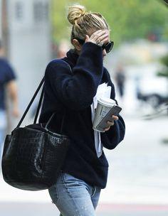 Ashley getting coffee in New York, September 28, 2016 (via olsensobsessive.comm)