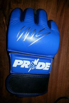 You are bidding on a Wanderlei Silva autographed PRIDE replica glove. The autograph looks amazing. A must have for any UFC and PRIDE fan. I obtained the autographs in person.