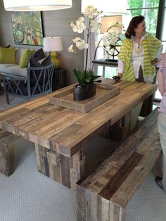 Love love lovin this table and benches Natural Furniture, Rustic Furniture, Furniture Projects, Home Projects, Kitchen Stuff, Kitchen Ideas, Green Homes, Kitchen Benches, Dining Room Table