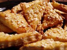 Biscuiti sarati si crocanti, aromati cu unt si susan Biscuit Recipe, Chicken Wings, Empanadas, Cake Recipes, Brunch, Good Food, Food And Drink, Appetizers, Tasty