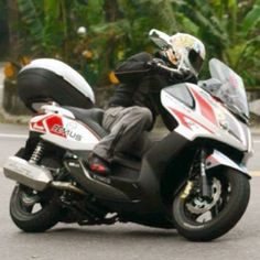Kymco Downtown 300 Special Edition.