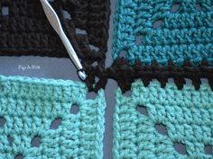 Hashtag Granny Square Blanket - Pops de Milk Connecting Granny Squares, Joining Crochet Squares, Granny Square Crochet Pattern, Crochet Blocks, Crochet Borders, Crochet Granny, Crochet Stitches, Filet Crochet, Granny Squares