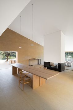 A digital magazine exploring new ways to live and work. Architecture, property + art Magazin Property of the week: a modern home by John Pawson in St Tropez Home Interior, Interior Architecture, Interior And Exterior, Landscape Architecture, Ancient Architecture, Sustainable Architecture, Interior Minimalista, Detached House, Interior Design Inspiration