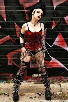 Festa temática punk   Ideias para você montar um look cheio de atitude e rebeldia
