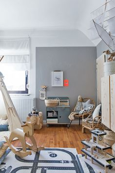 Fantastic Snap Shots Roomtour: now the baby room is finally a boy's room Diy Tipi, Love Decorations, Trendy Furniture, Colourful Cushions, Room Decor, Wall Decor, Room Tour, Kids Decor, Bookshelves