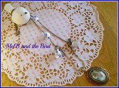 Collier chaine mailles bronze, médaillon bronze, perles céramique, mini tasse et théière, chaine boules bronze