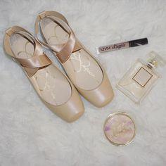 Ballerina Flats, Ballet Flats, Dance Fashion, Fashion Shoes, Ballet Inspired Fashion, Chunky High Heels, Apartment Design, Feminine Style, Beautiful Shoes