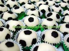 bolo decorado bola - Pesquisa Google Soccer Birthday Parties, Football Birthday, Soccer Party, Sports Party, Kids Party Centerpieces, Monster Centerpieces, Soccer Banquet, Soccer Theme, Basketball Baby Shower