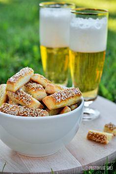 Super brza i ukusna grickalica - Štanglice sa sirom! Najbolje je poslužiti ih uz dobro ohlađeno pivo :)