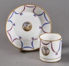 Lot : SEVRES - Gobelet litron et sa soucoupe en porcelaine tendre de la troisième[...] | Dans la vente Porcelaines et Faïences du XVIe au XIXe Siècles à Pescheteau-Badin