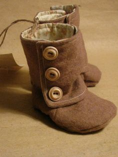 Adorable!!!  little wren baby boots by LittleWrenDesigns on Etsy