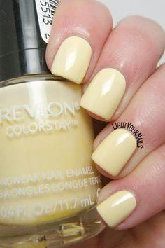 Swatches and review yellow pastel nail polish Revlon Buttercup. // Foto e recensione smalto giallo pastello Revlon Buttercup.