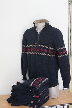 Fantastisk sejlersweaters Helt unik Produceres i alle str Og i farverne blå og sort Pris 1200 kr