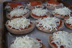 Lunch Pizzas...maybe my picky eater would eat this for lunch at school!
