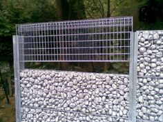 HOW TO BUILD A GABION FENCE