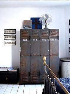 cool locker... si cambian la taquillas en la fabrica donde trabajas, tachin... aqui tienes un bonito armario.... rollo vintage.