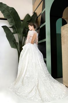 Stunning wedding gowns for Fall/Winter 2019 │The Beaute Comme Toi - Chic & Stylish Weddings Long Gown For Wedding, Wedding Gowns With Sleeves, Stunning Wedding Dresses, Long Sleeve Wedding, Backless Wedding, Mermaid Dresses, Bridal Dresses, Off Shoulder Dresses, Bridal Style