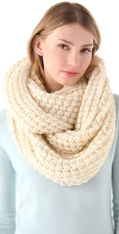 42833e1ecf4a Cold Weather Fashion · obsessed with this chunky knit scarf! Ways To Tie  Scarves