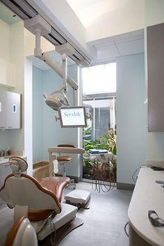 2014 Dental Office Design of the Year - Group Practice Spodak Dental Group Dental Office Decor, Medical Office Design, Healthcare Design, Dental Offices, Dental Design, Clinic Design, Dental Group, Contract Design, Floor To Ceiling Windows