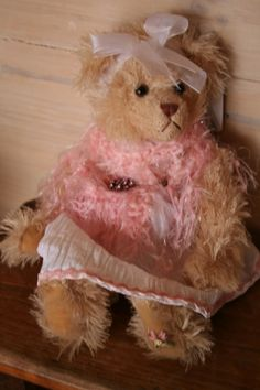 AMELIA is a Settler Bear from the Victoria Collection. Price AU$38.95 SHIP WORLDWIDE Email:toodledoo@bigpond.com www.settlerbearsaustralia.com.au, Mobile: 0433 253 800 Toodle Doo - the MAGIC place to shop!