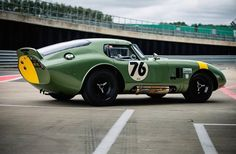 Dave Adams Automotive Images David Hart and Olivier Hart - 1964 Shelby Cobra Daytona at the 2017 Silverstone Classic Shelby Daytona, Shelby Car, Vintage Racing, Vintage Cars, Mustang Fastback, Ford Mustang, Factory Five, Classic Race Cars, Ac Cobra
