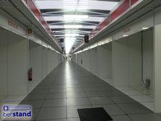 casetas con pasillo cubierto y tarima para Mercados de Navidad