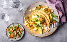 These tacos are the perfect weeknight treat for just about any picky eater. Grilled Pineapple Chicken Tacos with Avocado Crema High Fiber Breakfast, Balanced Breakfast, Protein Packed Breakfast, Breakfast Tacos, Breakfast Recipes, Paleo Breakfast, Breakfast Ideas, Second Breakfast, Breakfast Time