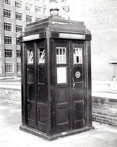 Classic Doctor Who, Watch Doctor, Doctor Who Tardis, Police Uniforms, Police Box, Dalek, Good Doctor, Old London, Time Lords